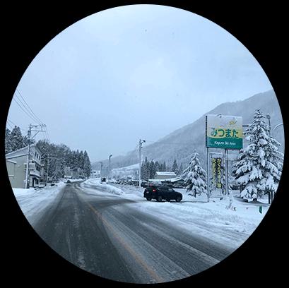 雪の降った翌日はパウダーを狙ってスキー場へ。