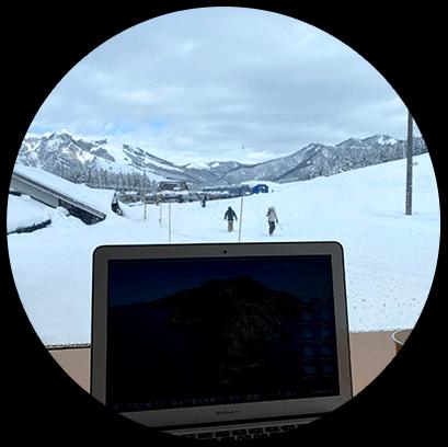 スキー場でクライアントと打合せ。