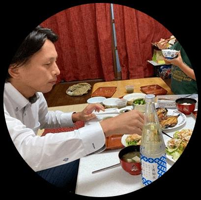 帰宅後に夕食&家族との時間、地酒と美味しいご飯でリラックス。