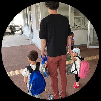 保育園に子供を送迎。パパが送迎、結構してる地域です。