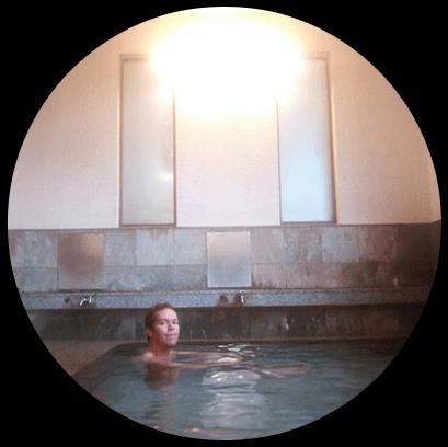 マンションの温泉でほっと一息。